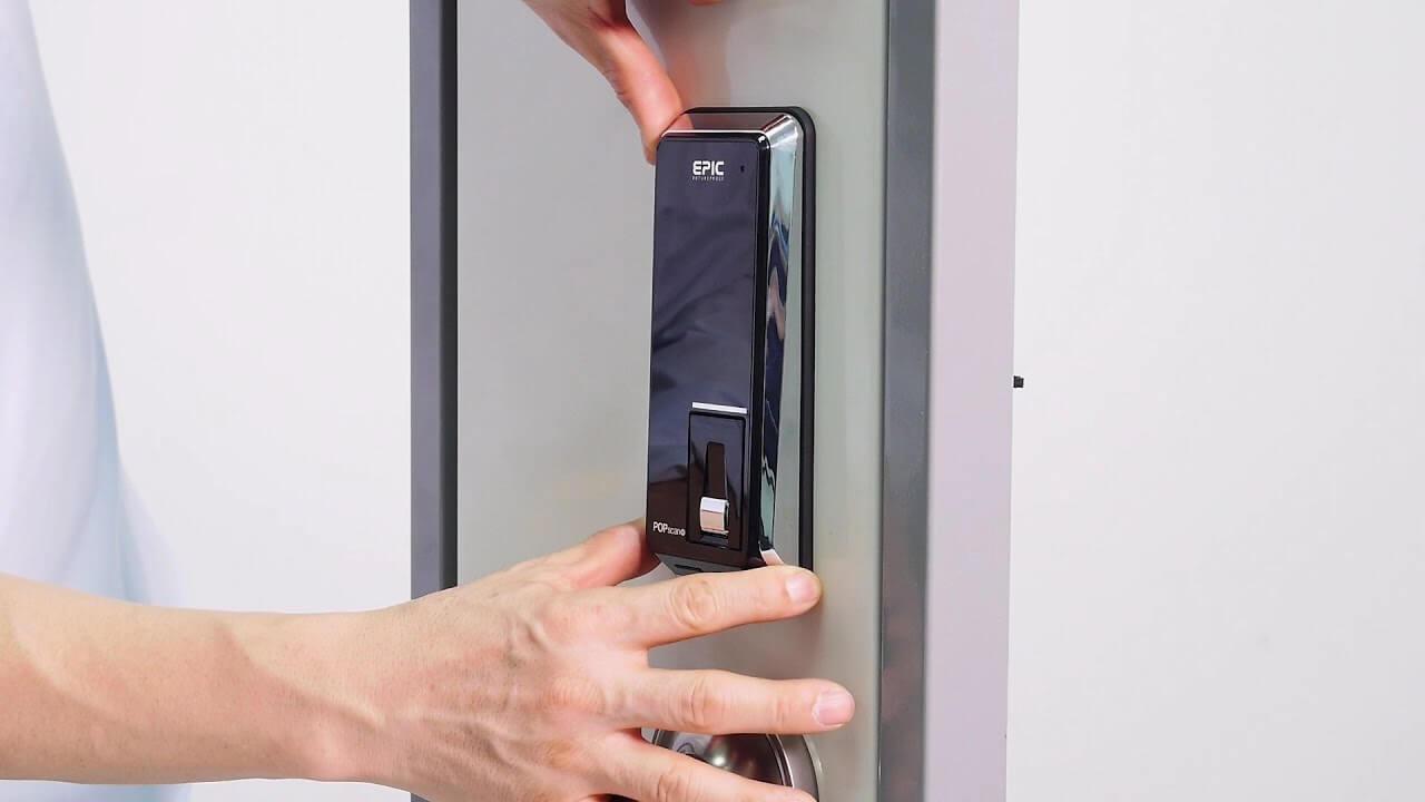 باز کردن دستگیره الکترونیکی با کلید مکانیکی